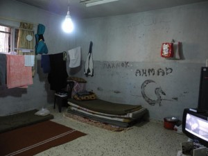 ラーミー・スクールの1室。この小さい部屋で家族7人が生活している
